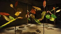 foto miniartextil 2015 palazzo mocenigo venezia MANABU HANGAI, A wonder forest, 2014. Carta realizzata con alghe, canapa , rami di legno, pigmenti