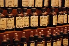 Dettaglio flaconi olii essenziali, Sala 18, Museo di Palazzo Mocenigo